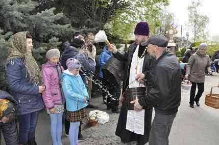 Павлоградские батюшки раздали более 4 тысяч куличей и 11,5 тысяч крашенок