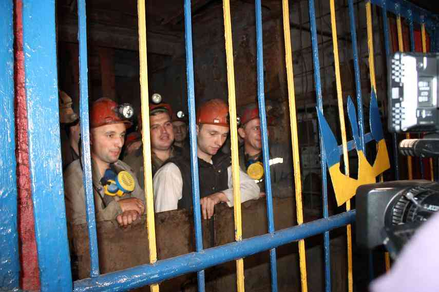 На шахтах «Львовугля» можно заработать на кусок хлеба без масла