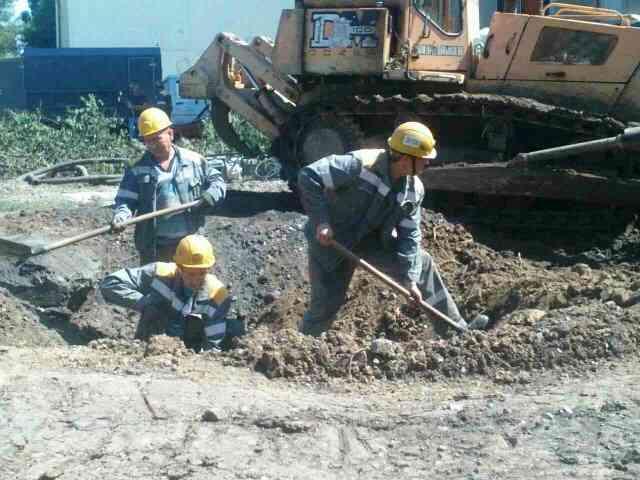 Вдвое надежнее: в Першотравенске перенесли подземные линии электропередачи в связи с ремонтом городского коллектора