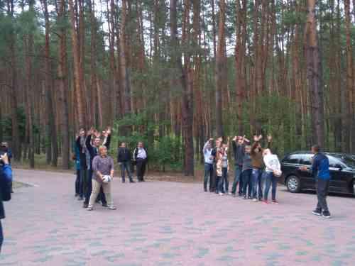 Павлоградские бизнесмены красиво отдохнули в сосновом бору, вместе с мячиком