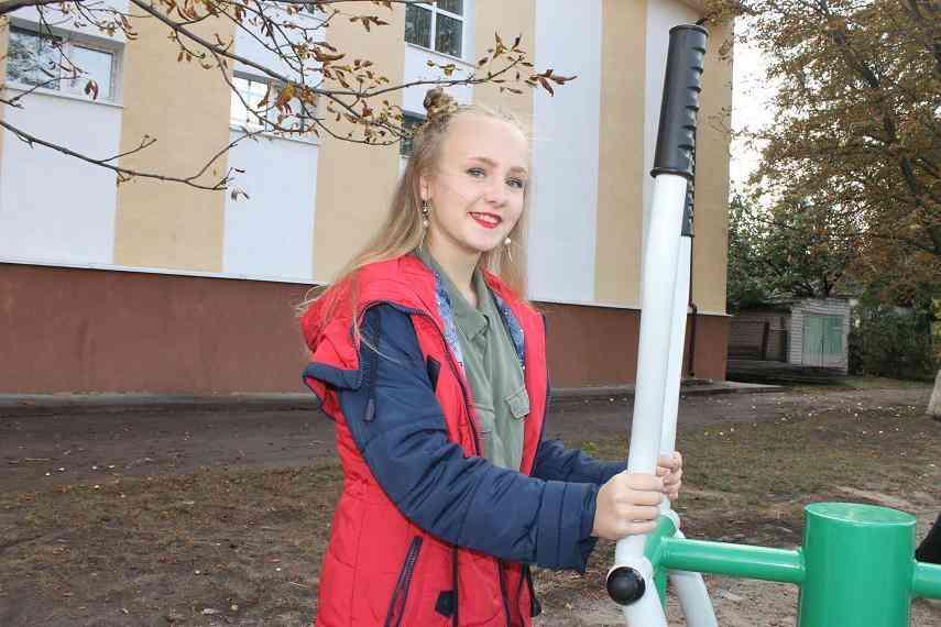 Сельская учительница выиграла грант ДТЭК, на который обустроили площадку с тренажерами