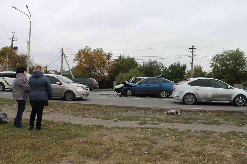 В результате ДТП на Днепровской трое пострадавших