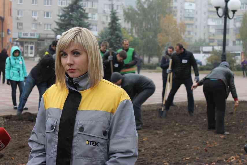 Сотрудники ДТЭК ШУ Павлоградское высадили в Павлограде 150 кустов роз