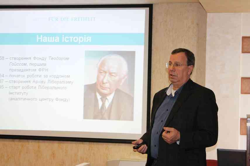 Анатолий Гриценко:  «Надо жить не по-новому, а по-честному»
