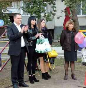 """Завдяки конкурсу """"Громада своїми руками"""" на вулиці Заводській з`явився майданчик для дітей"""