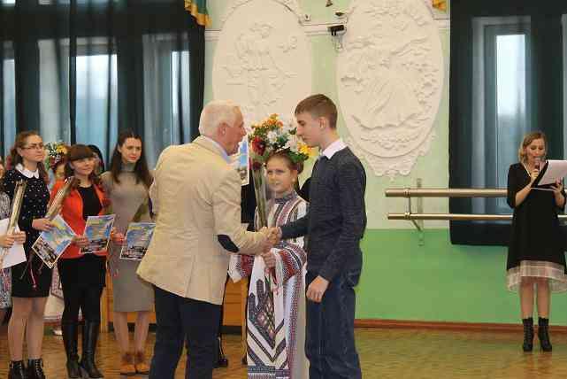 30 отличников вузов получили стипендию городского головы в Павлограде