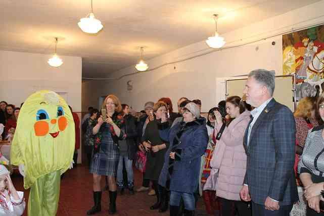 Прощай, Масленица: Павлоградщина проводила Зиму песнями, плясками и блинами