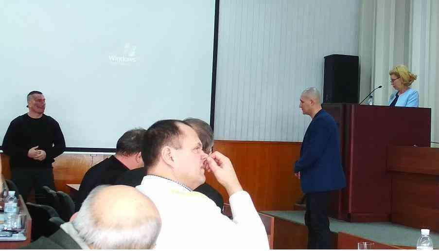 В прогулках по оккупированному Крыму  павлоградские депутаты измены Родине  не увидели