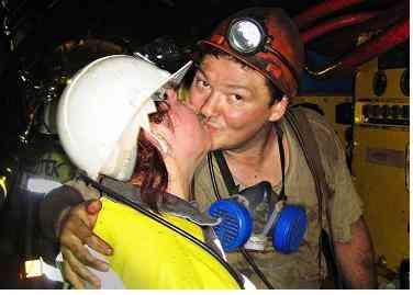 Поцелуй под землей: приключение шахтерских жен в День влюбленных