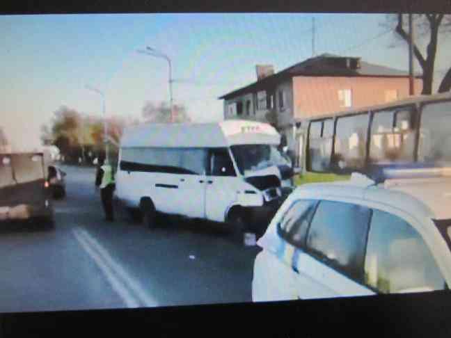 От столкновения  с «Ивеко» в Павлограде пострадало 18 безбилетных пассажиров автобуса