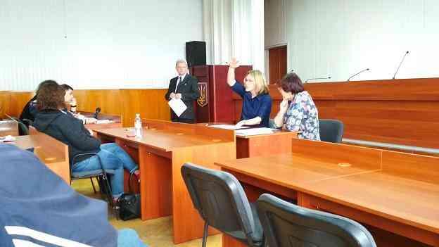 Громадская рада Павлограда предлагает выселять задолжавших жильцов из  неприватизированных квартир в общежития
