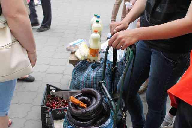 Плата за возможность торговать на улицах Павлограда  буйволиным мясом и кошачьей колбасой в апреле должна  возрасти
