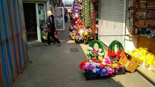 Мертвым ненужны ваши мертвые цветы