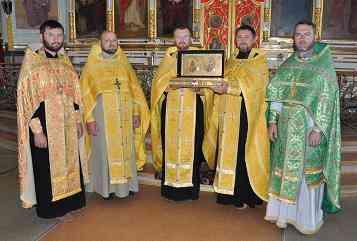 В Павлоградском соборе встретили мощи покровителей семьи