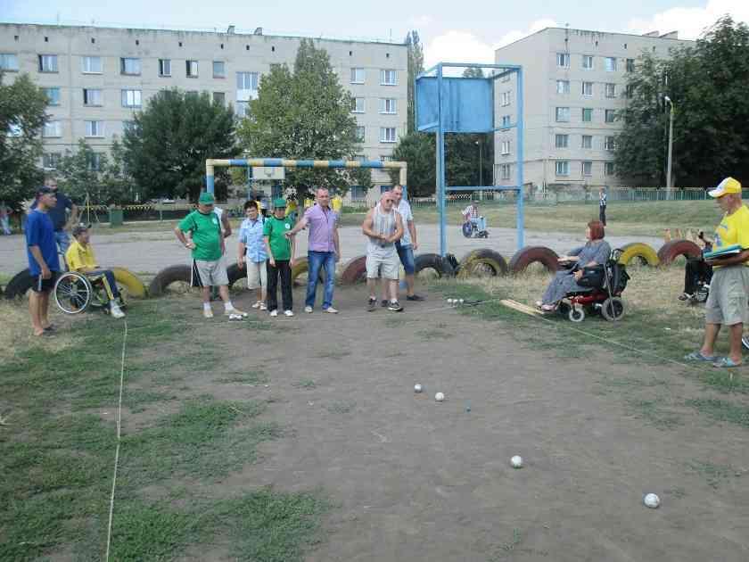 Пример Хорватии: павлоградцы соревновались в футбольном пенальти в Лозовой