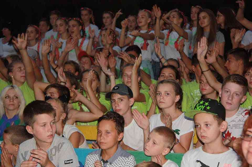 Фестиваль детского творчества лагерей ДТЭК Павлоградуголь захлестнул эмоциями и яркими красками