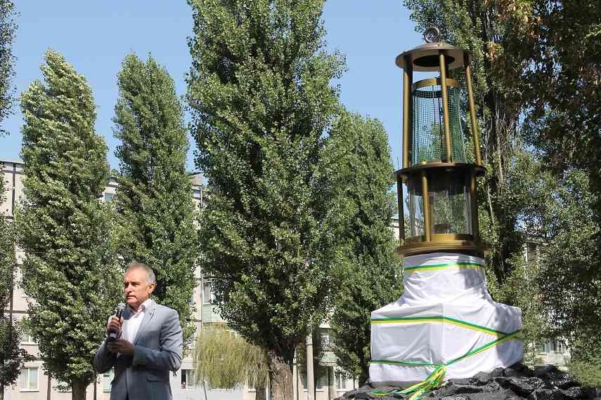 В честь 55-летия Западного Донбасса засветилась лампа Вольфа в Павлограде