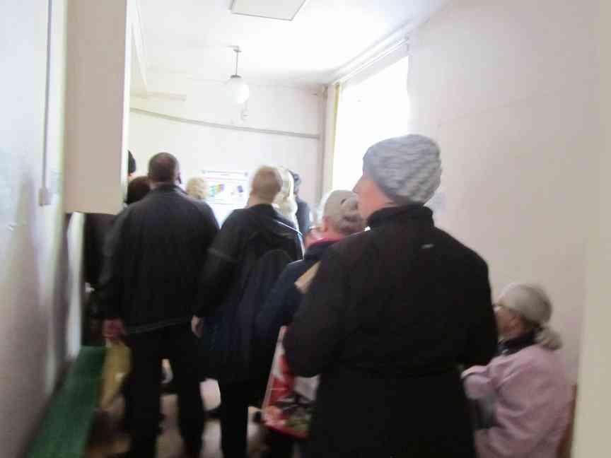 Павлоградцы снова, с боем, получают справки о составе семьи