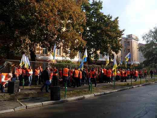 """Сотрудники ПАО """"Днепропетровскгаз"""" вышли на вынужденную забастовку под стенами НКРЭКУ"""