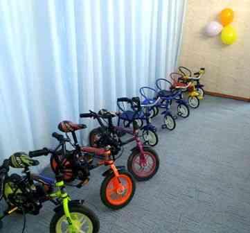 Ребятишки ДК «Барвинок». в Павлограде, вдоволь покатались на новых велосипедах