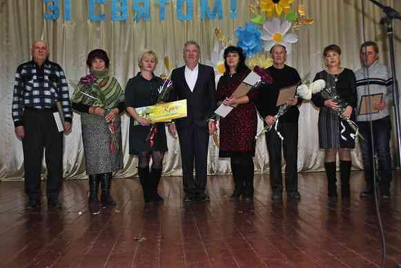 Честь і хвала людям, які годують Україну!