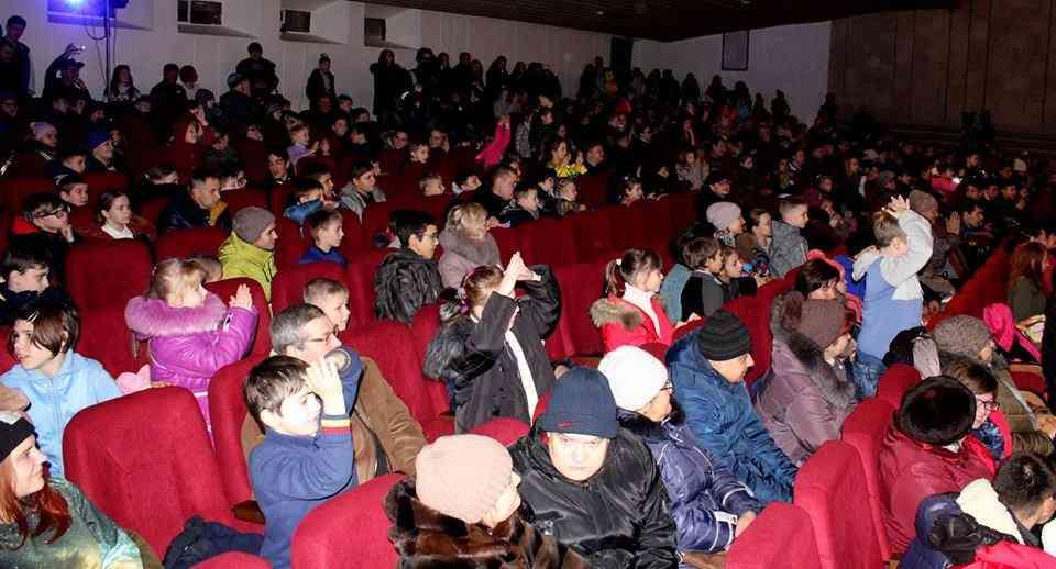 В Павлограді привітали новорічними солодощами дітей-інвалідів та сиріт