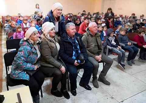 Новогодние подарки из Павлограда доставлены детям Марьинки и Красногоровки