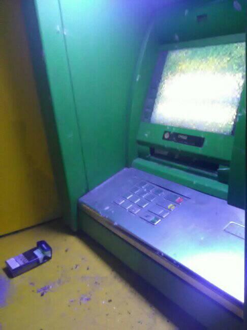 В Павлограде впервые, за сопротивление человеку, расстрелян банкомат
