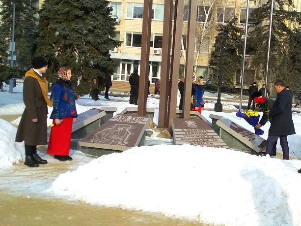 Павлоград почтил память Героев Крут минутой молчания