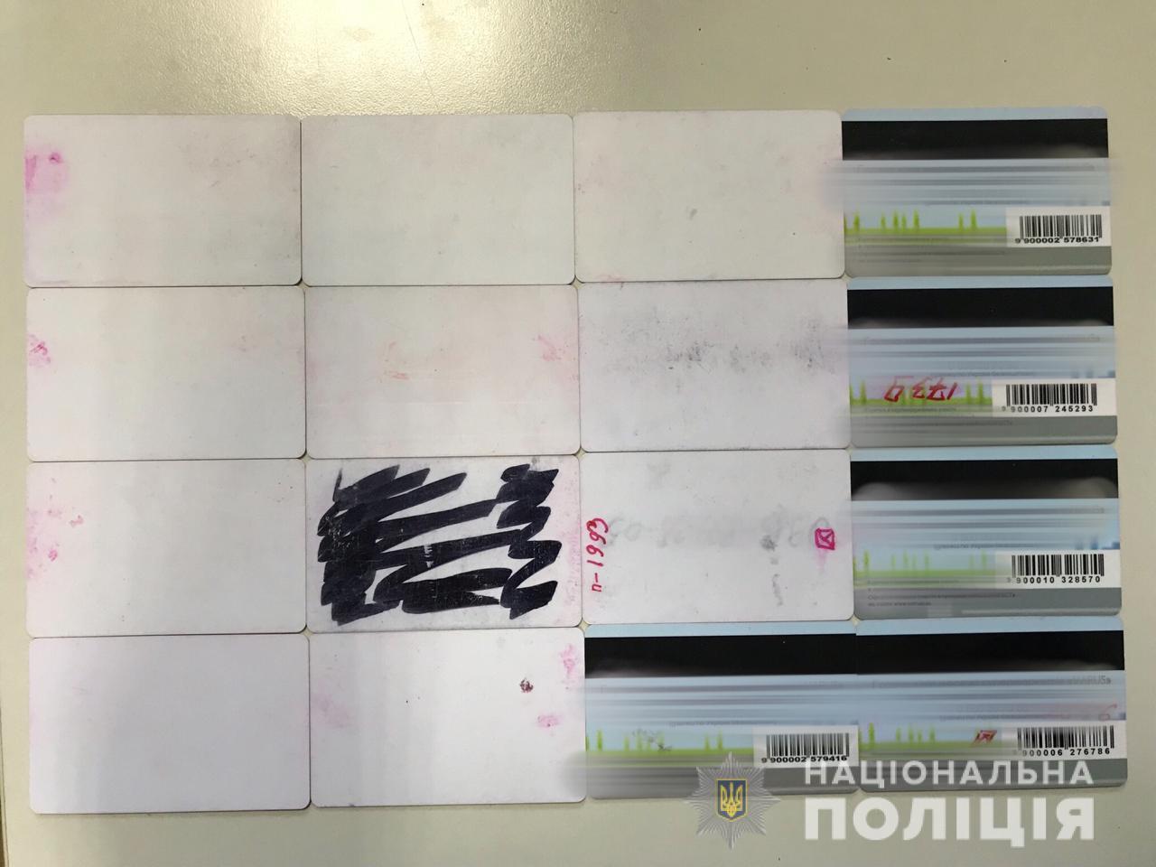 Кіберполіція викрила працівників торгових майданчиків у копіюванні даних банківських карток клієнтів
