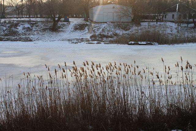 13 -летний подросток, на  речке Волчьей, провалился под лед