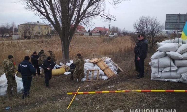 Игры патриотов: шестеро неизвестных на трассе,  близ Новомосковска, пытались установить блок-пост