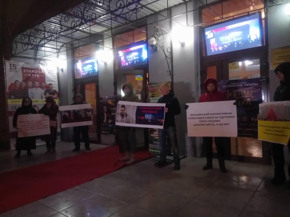 """Ні """"руському миру"""" в Дніпрі: дніпряни пікетували кінофестиваль, організований РПЦ"""