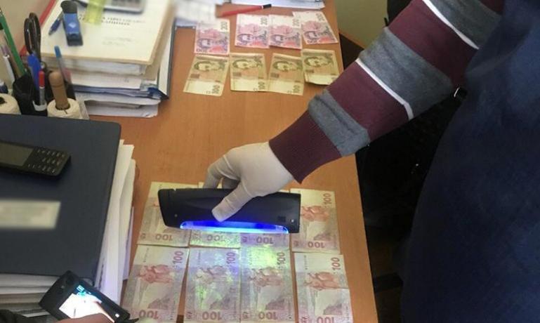 Должностные лица Государственного нотариального архива лишились сна и 100 тыс. гривен