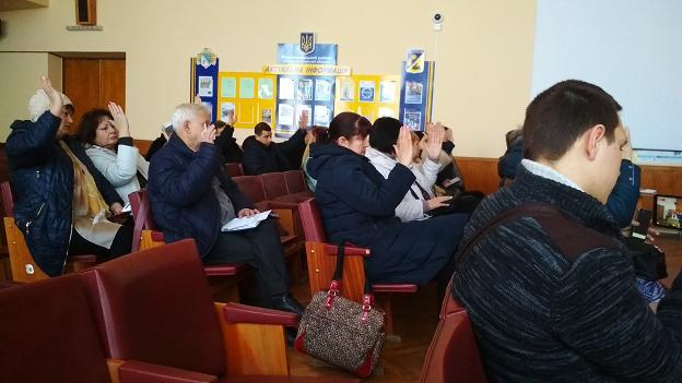 Международных наблюдателей, в Павлограде, выставили с заседания ОИК как провинившихся школьников