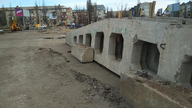 Во второй санитарной зоне Павлоградского водозабора возводится обычный торговый центр