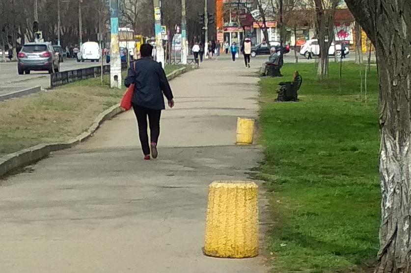 Павлоградцам даются четыре дня, чтобы проститься с горбатыми тротуарами и позорным асфальтом в сквере Тараса