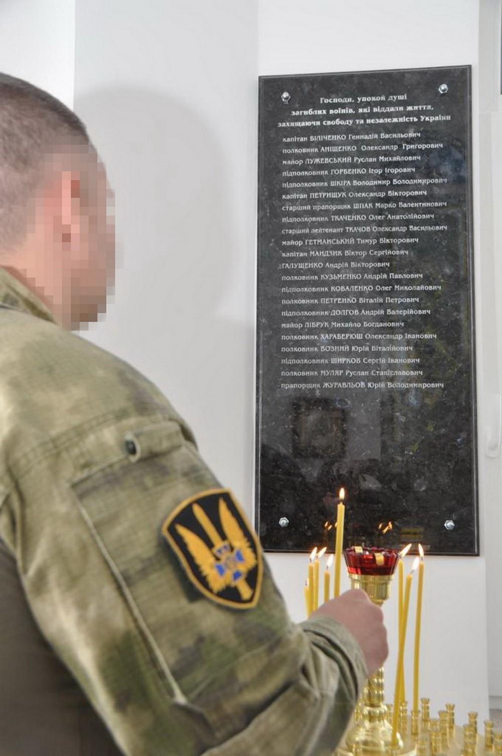СБУ вшанувала пам'ять загиблих співробітників української спецслужби – Олександра Аніщенка та Руслана Лужевського