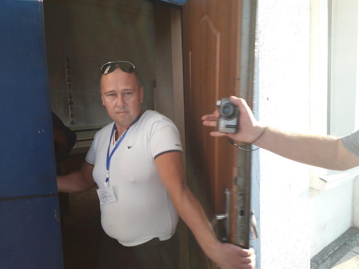 Раньше всех: в Терновке избирательный участок открылся со скандалом