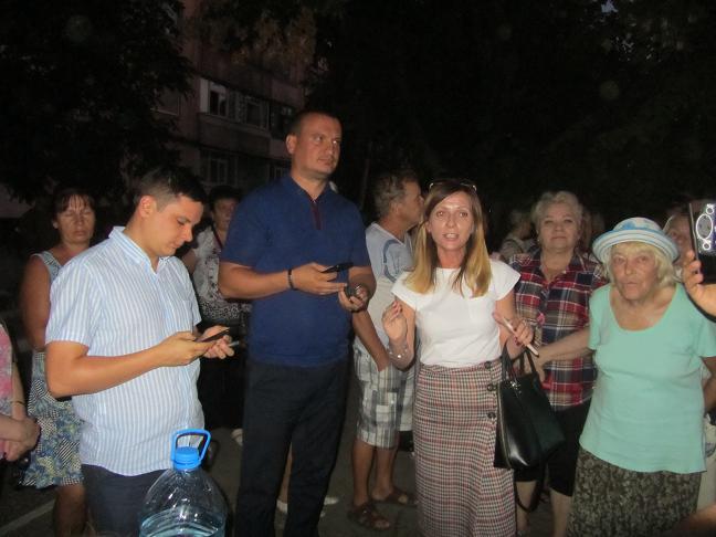 Павлоградцы, защищая газоны и деревья, собираются в народную армию