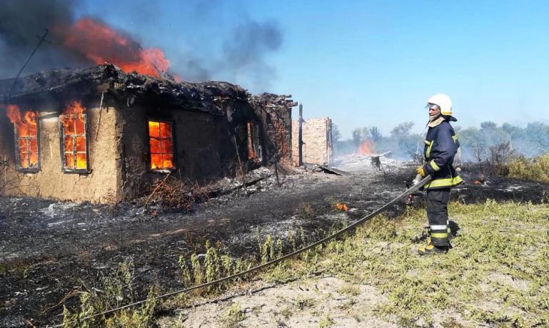 Пожилая женщина погибла в огне пожара, сын, с ожогами, попал в райбольницу