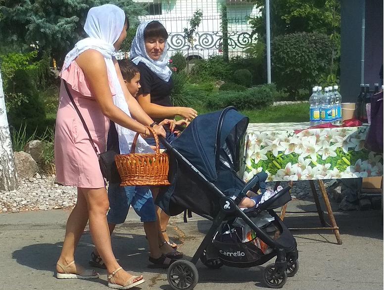Павлоград, без шума, отмечает Яблочный спас