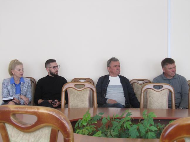 Павлоградский борец за справедливость Анатолий Федишин оказался женщиной, скрывающей свою красоту, под фото актера