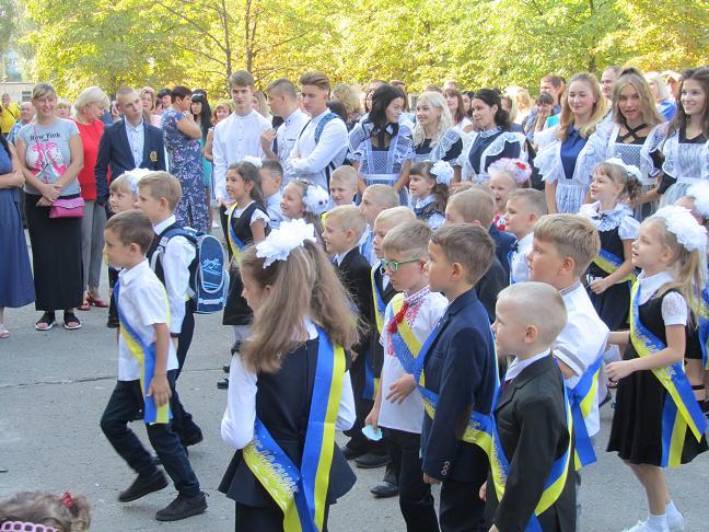 В школах Павлограда прозвенел отрезвляющий первый звонок, - каникулы кончились
