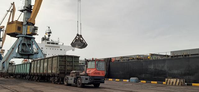 Подготовка к зиме: ДТЭК привез четвертое судно с углем из Колумбии