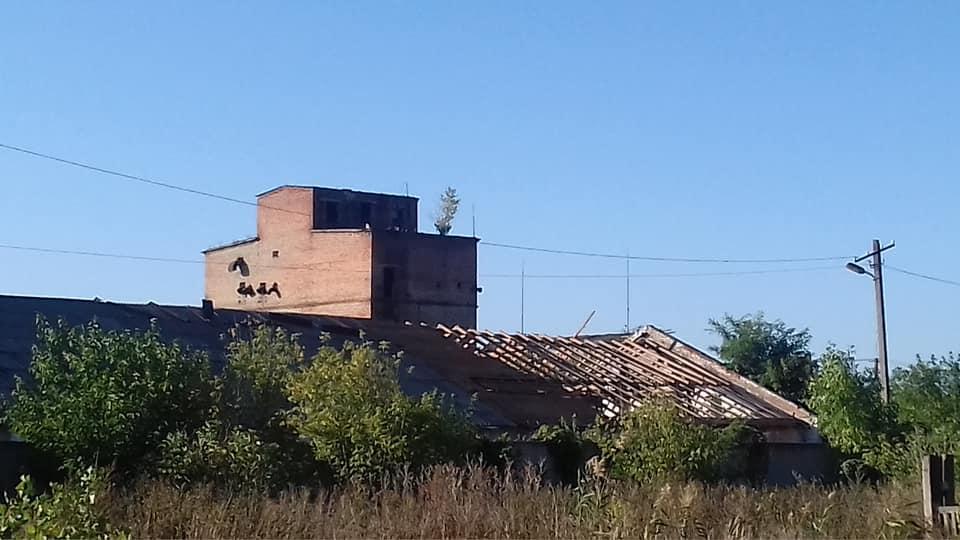 В Павлограде силами местных небритых жителей  успешно  демонтируют  заброшенный комбинат