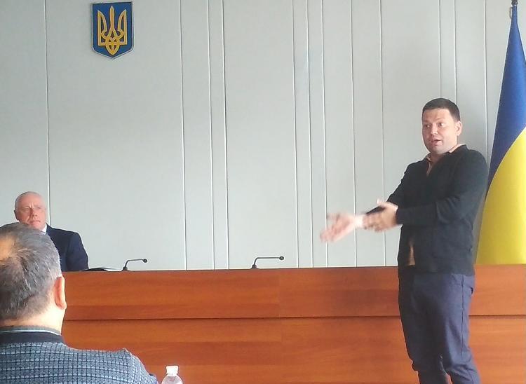В Павлограде спорили: « Мораторий на продажу земли, - это всенародная пакость или спасательный круг идущей ко дну Украины?»