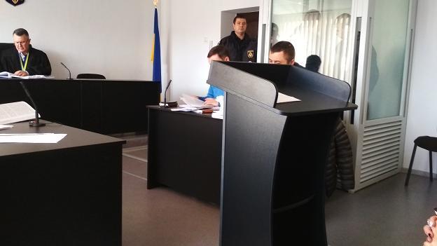 Обвиняемые  в убийстве  студенты-костоломы, в Павлограде, слушают пострадавшую сторону