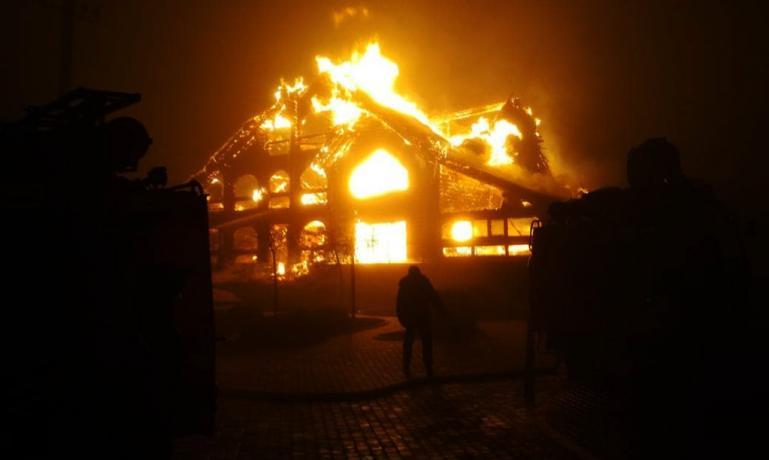 Халатность или поджог: в Павлограде сгорело кафе «Смерекова хата»