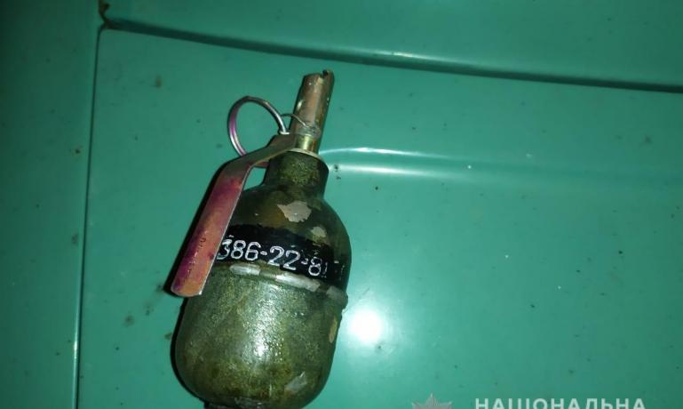 Нервный мужчина ездил по центру Павлограда с гранатой
